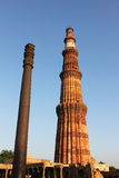 Qutub minar with iron pillar Royalty Free Stock Images