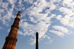 Qutub Minar - minaret för tegelsten för världs` s den mest högväxta Arkivbilder