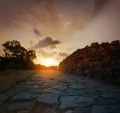 在Qutub Minar新德里Inida的日落日出 免版税库存照片