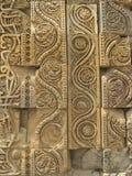 Quwwat ul回教清真寺新德里雕刻 免版税图库摄影