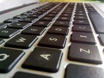 Qwerty della lettera della tastiera dal sembrare laterale che stupisce Immagini Stock Libere da Diritti