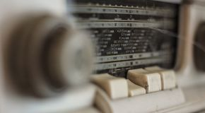 Rádio análogo velho foto de stock
