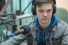 Rádio DJ do retrato do homem Foto de Stock