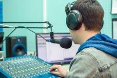 Rádio DJ do retrato do homem Foto de Stock Royalty Free