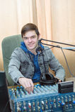 Rádio DJ do retrato do homem Imagens de Stock