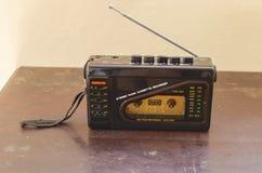 Rádio e leitor de cassetes do walkman imagem de stock royalty free