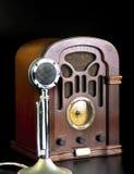 Rádio e microfone velhos Foto de Stock Royalty Free
