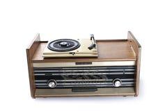 Rádio-gramofone velho isolado no fundo branco Fotografia de Stock
