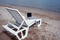 Rádio na praia Imagens de Stock Royalty Free