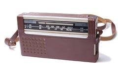 Rádio velho do transistor isolado imagem de stock royalty free