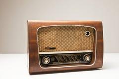 Rádio velho isolado Fotos de Stock Royalty Free