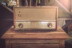 Rádios velhos usados como ilustrações imagens de stock