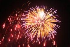 Ráfaga 2 de los fuegos artificiales Imagen de archivo