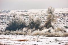 Ráfaga de la explosión en mina de la mina de la explotación minera a cielo abierto Foto de archivo libre de regalías