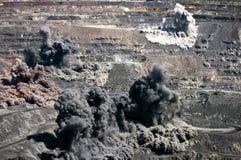 Ráfaga en mina a cielo abierto fotografía de archivo
