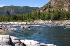 Rápidos en el río de la montaña Imagen de archivo libre de regalías