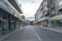 Râmnicu Vâlcea - cidade típica em Romênia imagens de stock royalty free