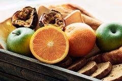 Różnorodny owoc i chleb tak jak pomarańcze, jabłko umieszcza wpólnie obraz stock