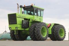RÃ-¡ lodisar Huntractor repowered den artikulerade traktoren 4wd i Ungern royaltyfria bilder
