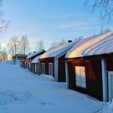 RÃ¥neÃ¥s在冬天外套的教会村庄 免版税库存照片