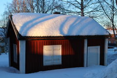 RÃ¥neÃ¥s在冬天外套的教会村庄 免版税图库摄影