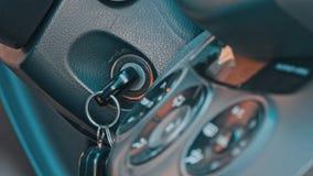 Räcka att justera den inre temperaturen av bilen arkivfilmer