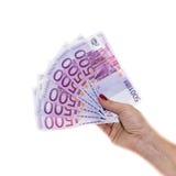 Räcka att rymma 500 europengar isolerade på vit bakgrund Royaltyfria Foton
