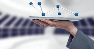 Räcka den hållande minnestavlan med kontaktdonsymbolen för vetenskap 3D Royaltyfri Foto