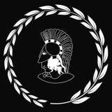 Räcka den utdragna dekorativa logoen med huvudet av gammalgrekiskawarrioen Vektor Illustrationer