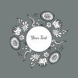 Räcka den utdragna dekorativa runda färgrika prydnaden med blommor och n Royaltyfri Illustrationer