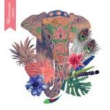 Räcka den utdragna illustrationen med huvudet för den indiska elefanten, lämnar, blommor, fjädrar Royaltyfri Bild