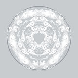 Räcka den utdragna mandalaen med fiskar och algen på grå bakgrund vektor illustrationer