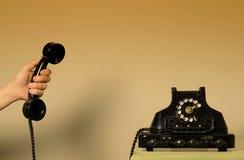 Räcka en telefon - roterande telefon Fotografering för Bildbyråer