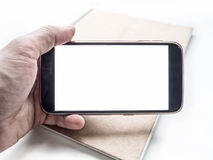 Räcka hållande och att använda den mobila smartphonen horisontalmodellen Royaltyfria Bilder