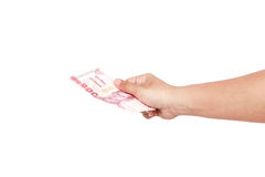 Räcka hållande thailändska pengar som isoleras på vit bakgrund Royaltyfria Foton