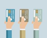 Räcka med kreditkorten Royaltyfri Bild