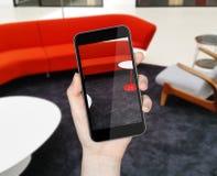 Räcka med mobil ringer royaltyfri illustrationer