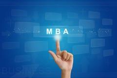 Räcka på press på MBA eller förlagen av knappen för affärsadministrationen Fotografering för Bildbyråer