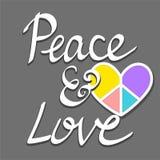 Räcka skriftlig fred och älska ord med det färgrika hjärtafredtecknet Arkivfoton