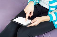 Räcka TabletPC:N Arkivfoto