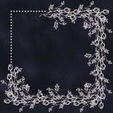 Räcka utdragen texturerad blom- bakgrund in med blommor och sidor på mörkret - blå svart tavla Dekorativt inrama Royaltyfria Bilder