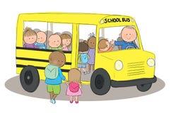 Barn på skolbussen Arkivbild