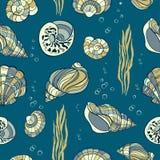 Räcka utdragna snäckskal, havsväxtandÂbubblor på blå bakgrund, s Royaltyfria Bilder