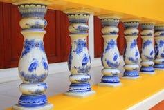 Räcke för ett porslin för tappningstil keramiska royaltyfria foton