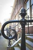 Räcke nära farstubron, Amsterdam, Nederländerna Arkivfoton
