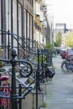 Räcke nära farstubron, Amsterdam, Nederländerna Royaltyfria Bilder
