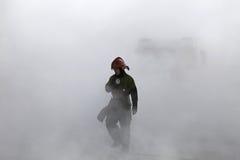 Räddare i rök Arkivbilder