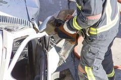 Räddningsaktionövningar i vägolyckor arkivbild