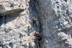 Räddningsaktion i berget av Dolomites Arkivfoton