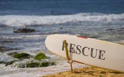 Räddningsaktionbräde - Sandys strand Oahu, Hawaii Royaltyfri Bild